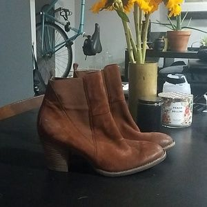 Paul Green suede brown booties